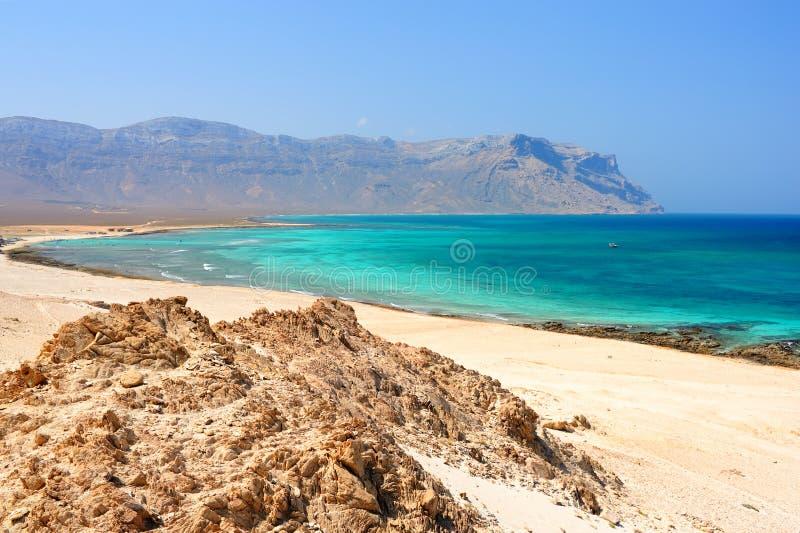 Seascape de Idillyc com as rochas na ilha de Socotra, Iémen foto de stock royalty free