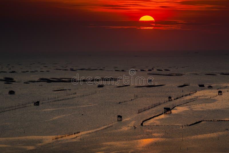 Seascape do por do sol em Bangsai, Chonburi, Tailândia fotografia de stock