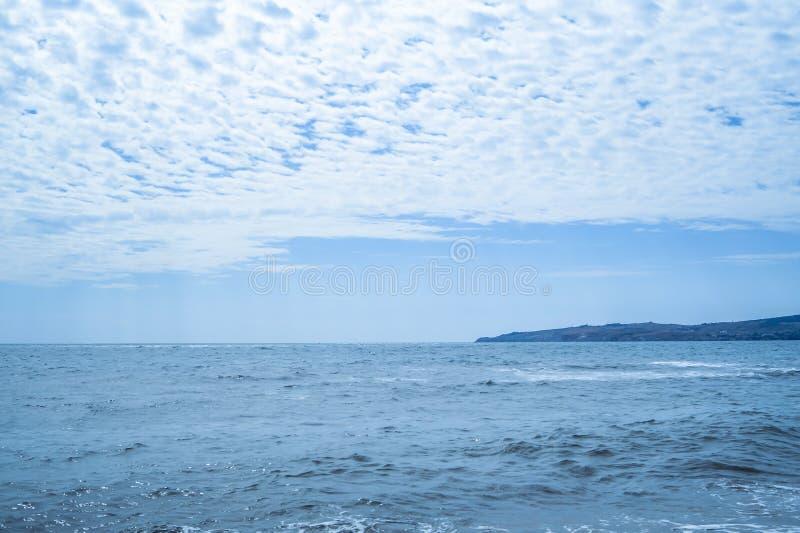 Seascape em um dia de verão imagem de stock