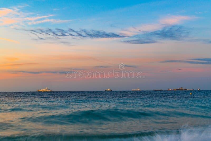 Seascape en Menton por la mañana fotos de archivo libres de regalías