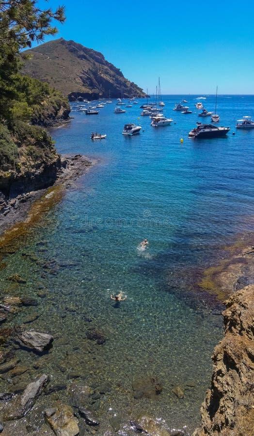 Seascape från Costa Brava & x28; Catalonia& x29; royaltyfri bild