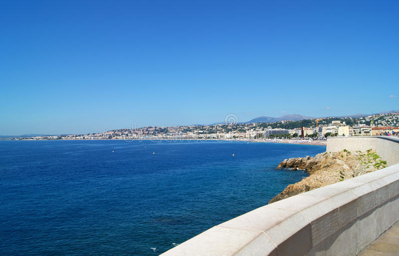 Seascape i Nice, Frankrike royaltyfria foton