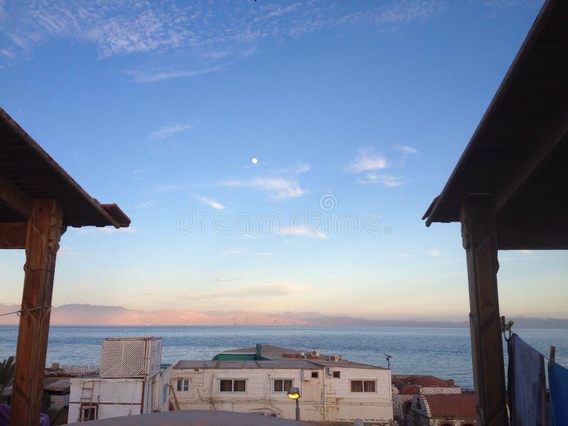 Seascape księżyc góra zdjęcie stock