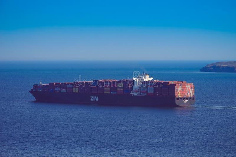 Seascape med sikter av den östliga Bosphorus fjärden och skeppen fotografering för bildbyråer