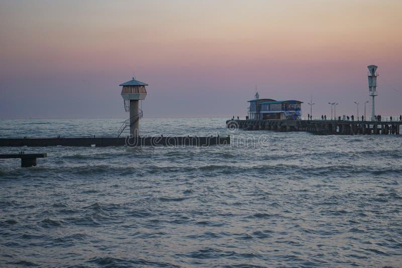 Seascape med sikter av staden arkivbilder