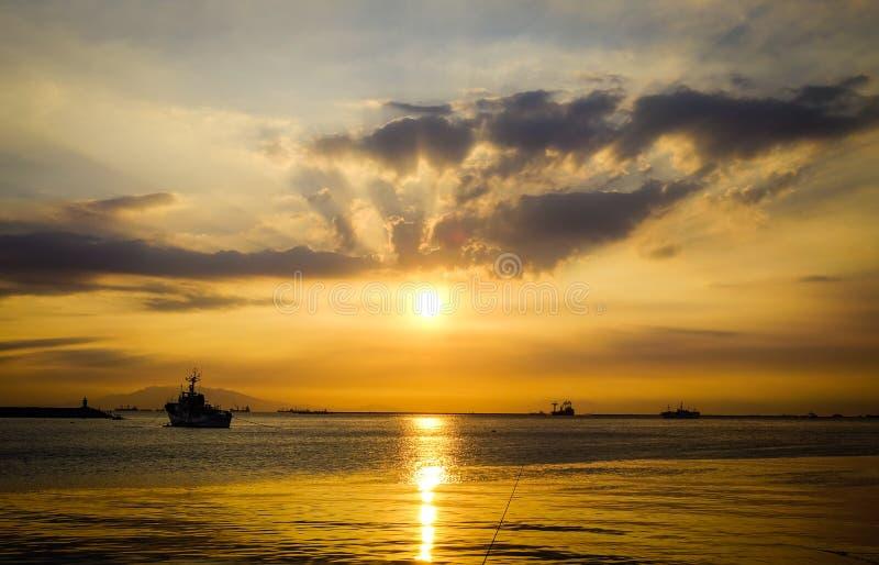 Seascape no por do sol na baía de Manila, Filipinas fotografia de stock