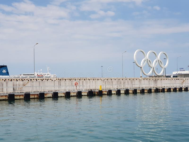 Seascape no porto de Sochi, Rússia imagem de stock