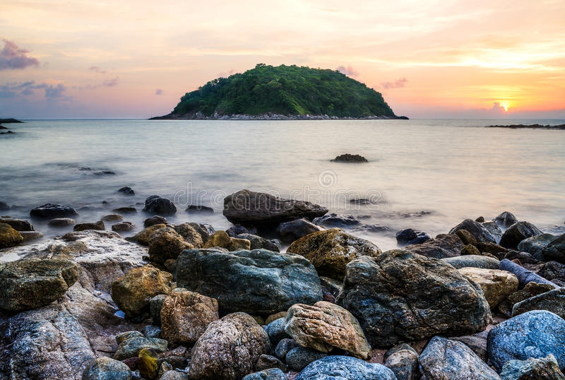 Seascape och strandsand landskap naturen i skymning royaltyfria foton