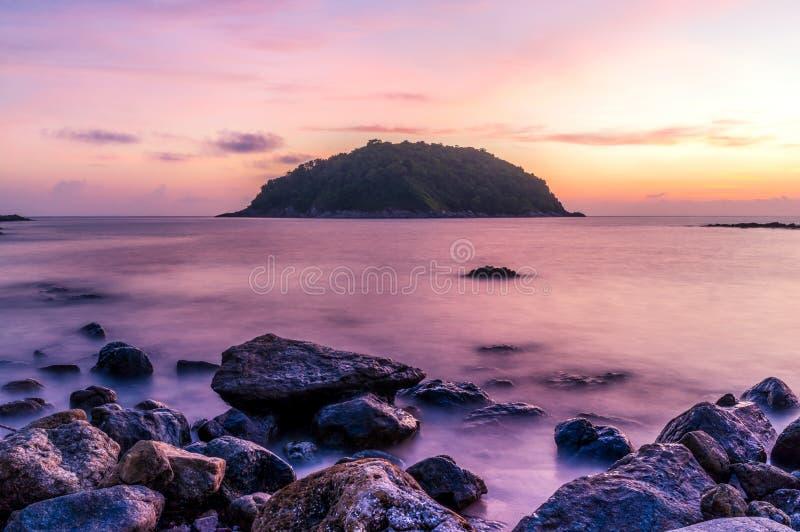 Seascape och strandsand landskap naturen i skymning royaltyfri fotografi
