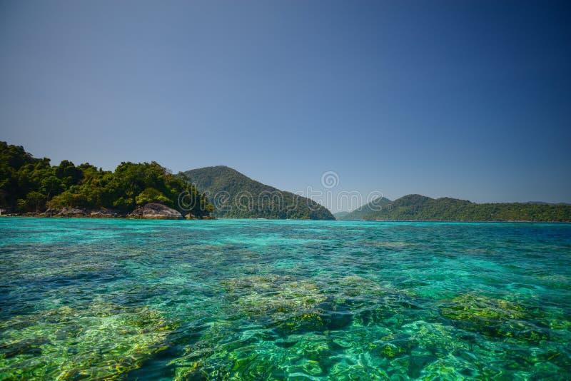 Seascape på den Surin nationalparken Khao Lak, Phang Nga, Thailand royaltyfri bild