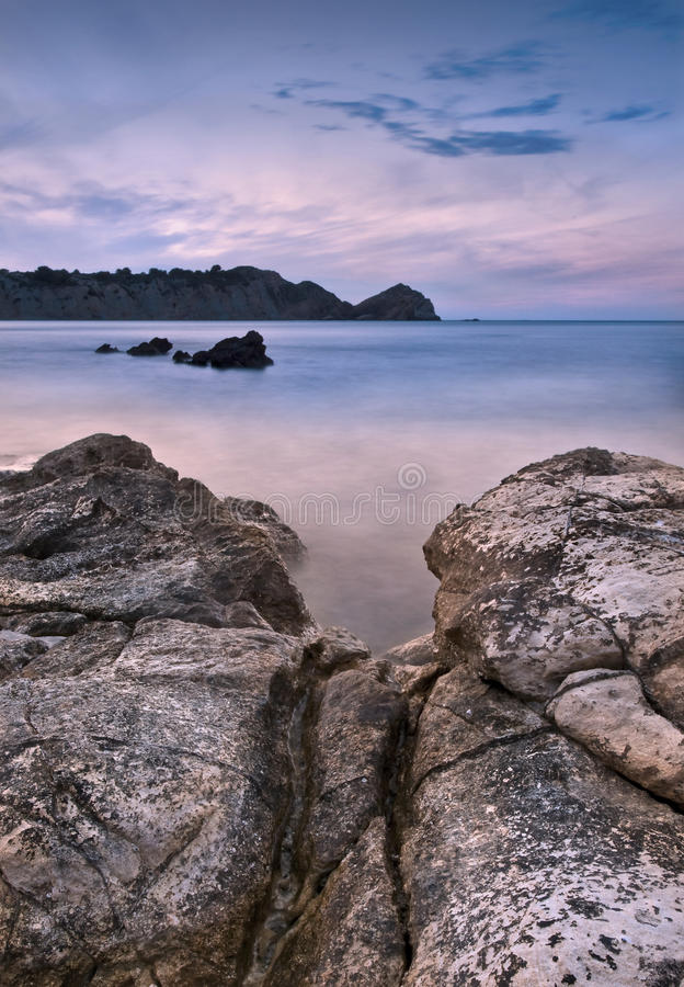 Seascape på skymningen arkivbild