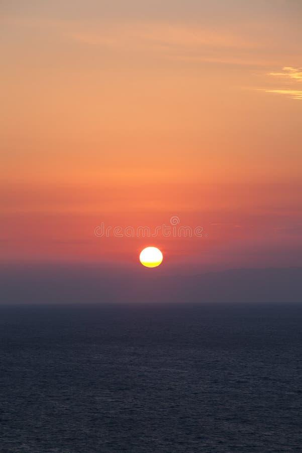Seascape på solnedgången royaltyfri bild