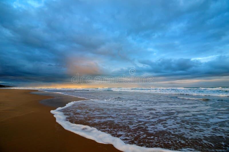 Seascape på solnedgången fotografering för bildbyråer