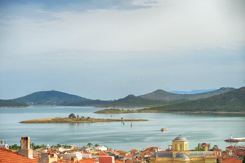 Seascape touristic городка, острова Cunda Alibey, Ayvalik Это малый остров в северозападном Эгейском море, с побережья Ay стоковые изображения