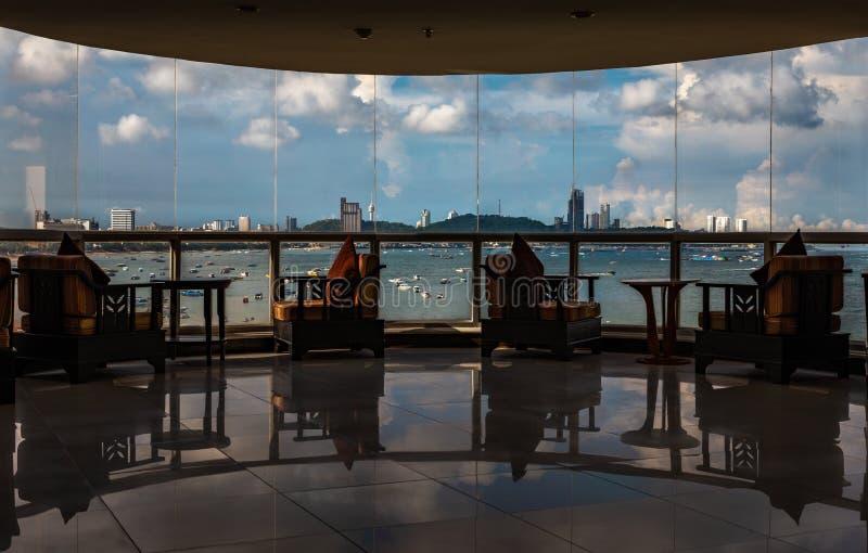Seascape widok od hotelu lobby zdjęcie stock