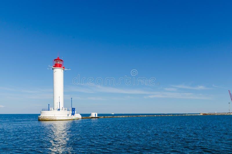 Seascape z latarnią morską w Odesa porcie fotografia royalty free