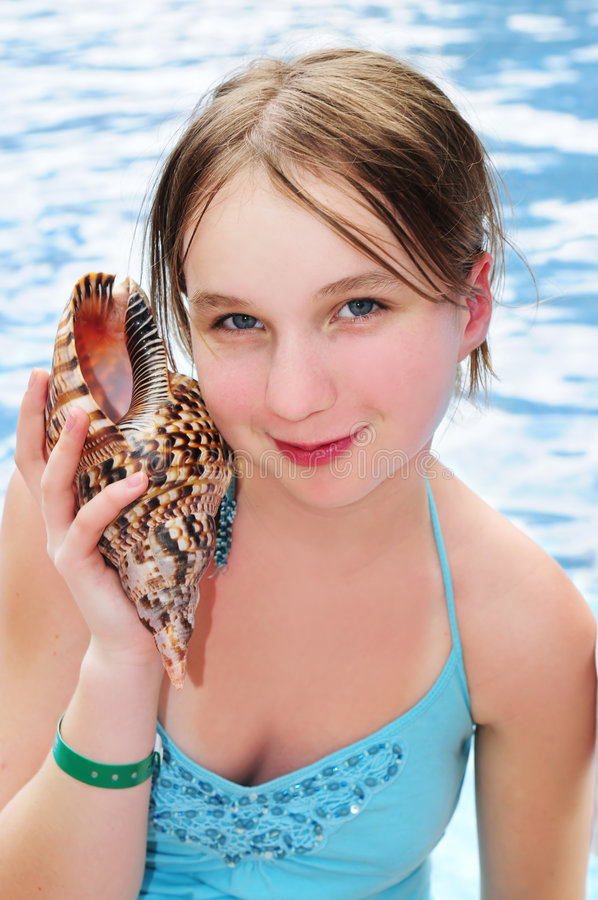 seashell młode dziewczyny zdjęcie royalty free