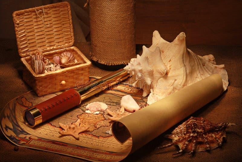 Seashells y correspondencia vieja fotografía de archivo libre de regalías
