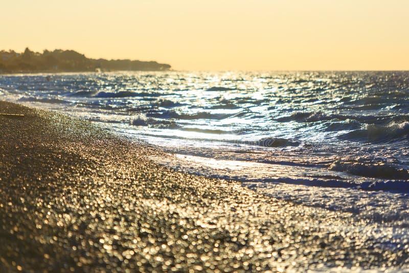 Seashore во время захода солнца Состав берега моря природы европейского стоковые изображения rf