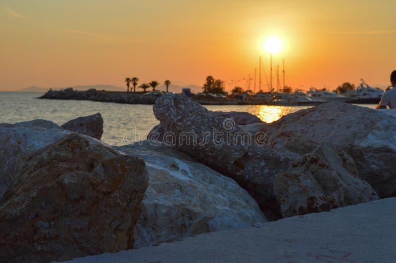 Seashore ночи Glyfada в Glyfada, Афинах, Греции 14-ого июня 2017 стоковые фотографии rf
