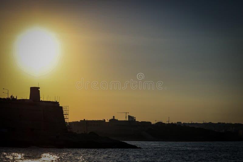 Seashore около города Валлетты стоковое изображение rf