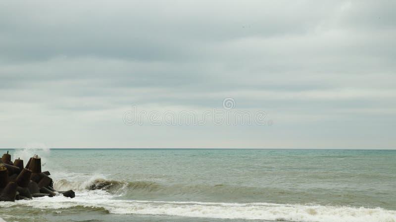 Seashore перед штормом в Сочи стоковое фото