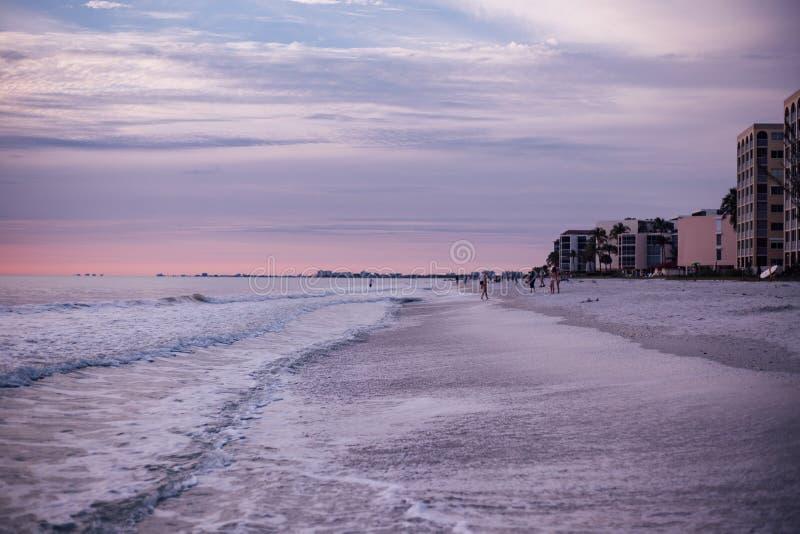 Seashore во время рассвета стоковые фото