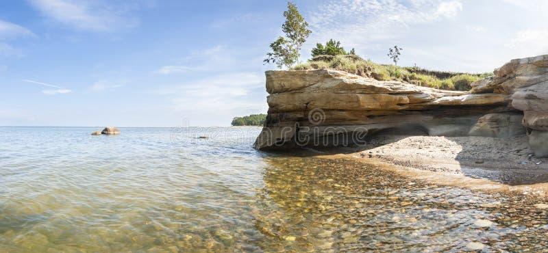 Seashore krajobraz z falezą zdjęcie royalty free