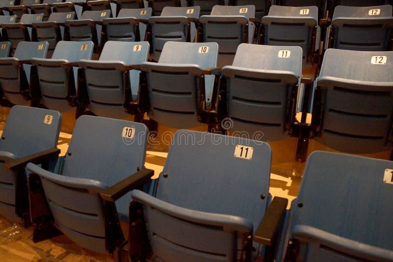 Seat azul claro con los apoyabrazos fotos de archivo libres de regalías
