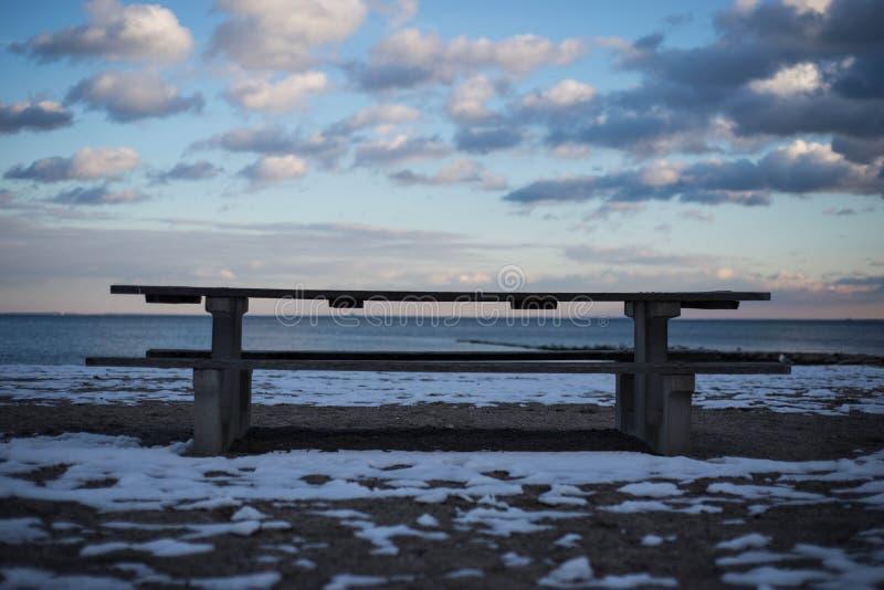 Seat Przy plażą w śniegu fotografia stock