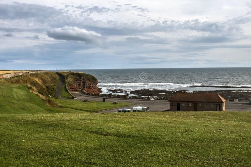Seaton Cliffs Praia de Arbroath em Angus scotland foto de stock