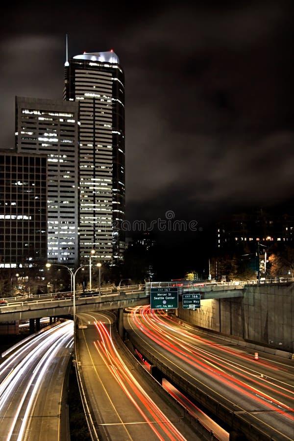 Seattle-Autobahn nachts lizenzfreie stockfotos