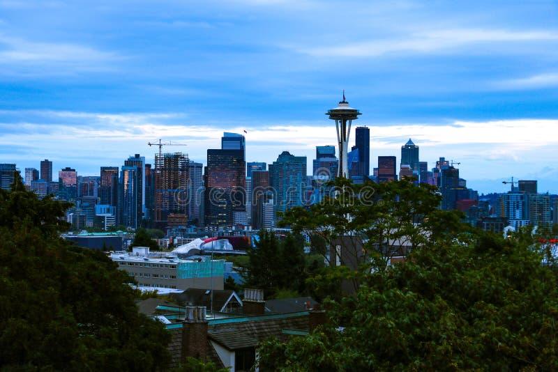 Seattle, de V.S., 31 Augustus, 2018: ruimtenaald met Seattle van de binnenstad royalty-vrije stock afbeelding