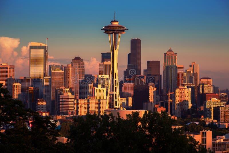 Seattle in de vroege zonsondergang royalty-vrije stock foto's