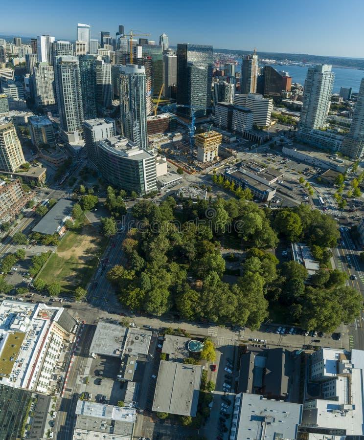 Seattle Denny Park y perspectiva aérea del distrito céntrico imagen de archivo libre de regalías