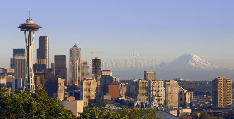 Seattle e la montagna immagini stock libere da diritti