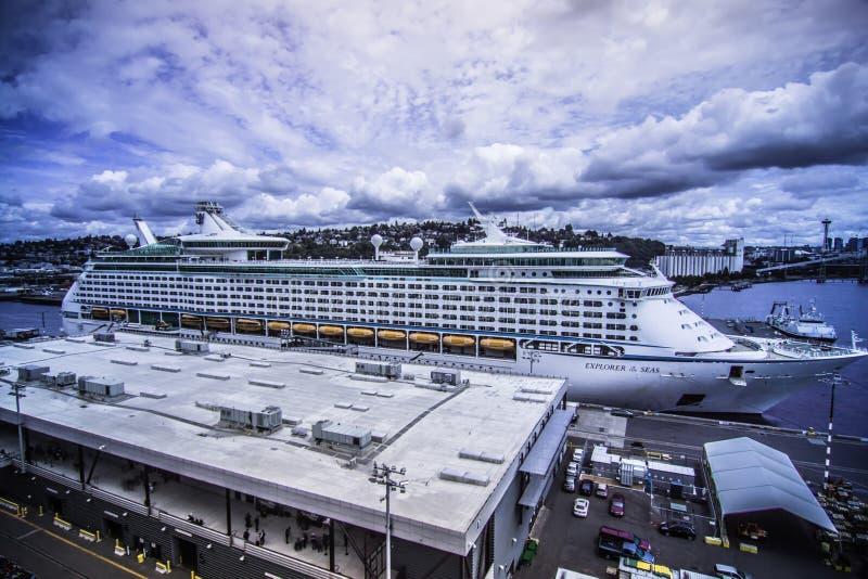 SEATTLE EMBARCADERO 91 junio de 2017 - embarcadero 91 de Seattle Washington con el parque imagen de archivo