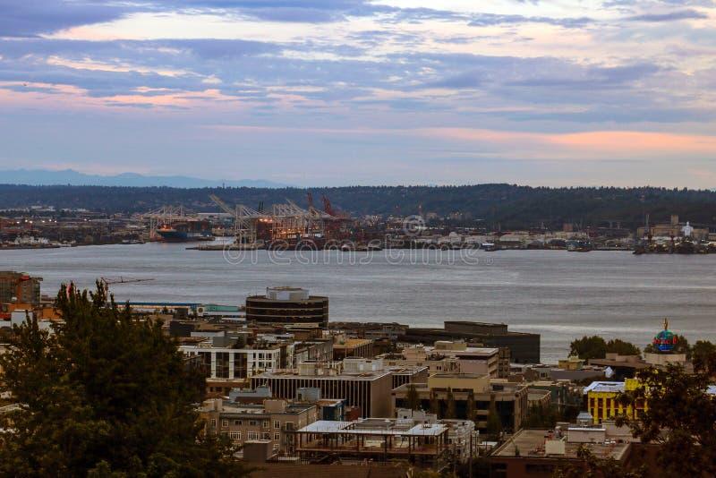 Seattle, EUA, o 31 de agosto de 2018: Vista de Seattle e do porto de Kerry Park imagem de stock
