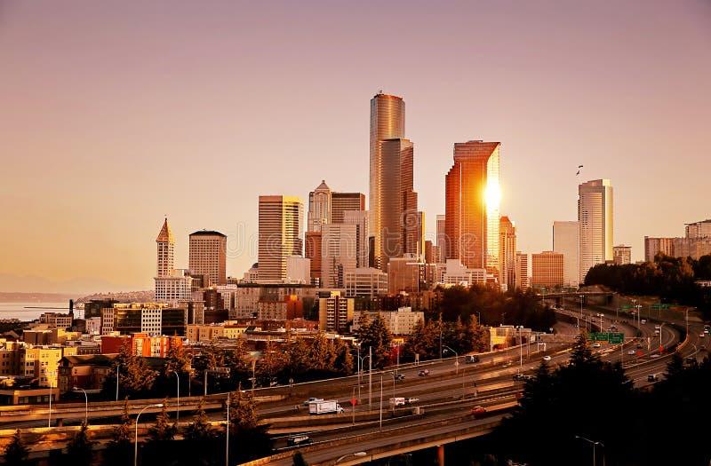 Seattle horisont efter soluppgång arkivbilder