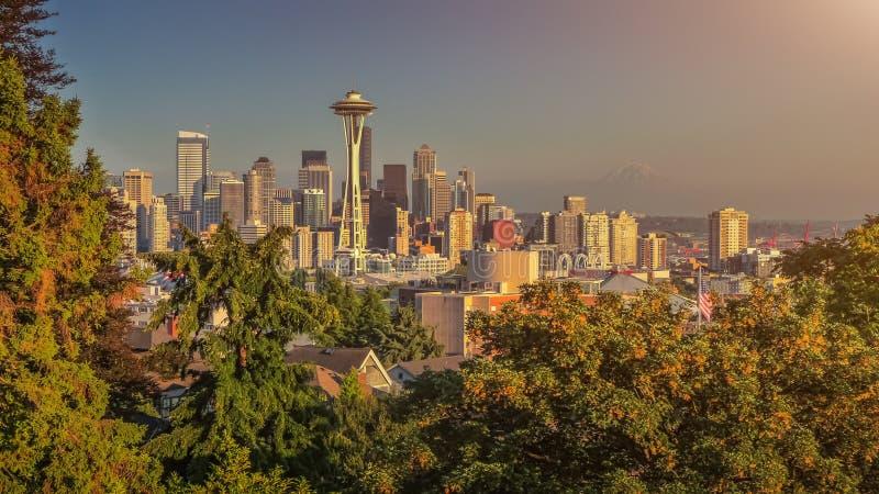 Seattle horisontpanorama på solnedgången från Kerry Park, WA, USA arkivbilder