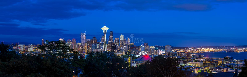 Seattle horisontpanorama på solnedgången som sett från Kerry Park royaltyfri bild