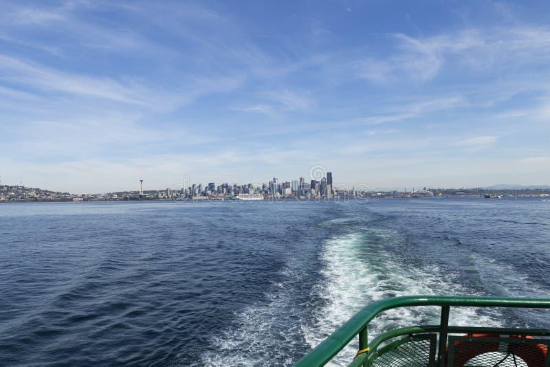 Seattle horisontsikt från Puget Sound royaltyfri foto