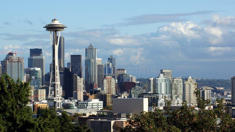 Seattle i stadens centrum horisont och Mt Mer regnig Washington royaltyfri fotografi