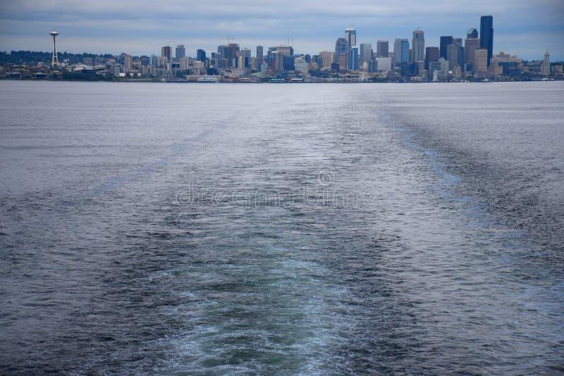 Seattle linia horyzontu od Bainbridge wyspy promu zdjęcia royalty free