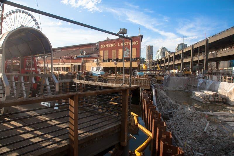 Seattle skyddsmur mot havetkonstruktion, gruvarbetare som landar pir 56 royaltyfria foton