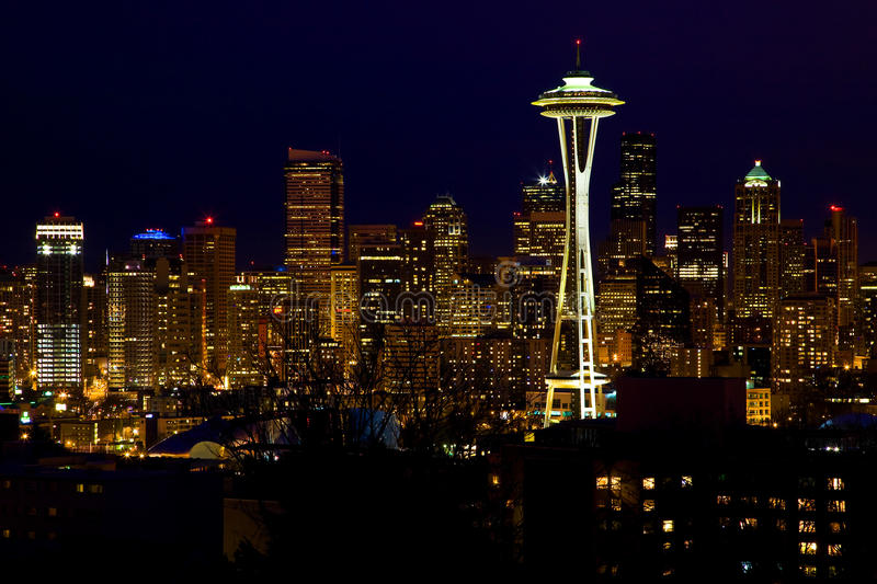 Seattle-Skyline-Platz-Nadel nachts stockbilder