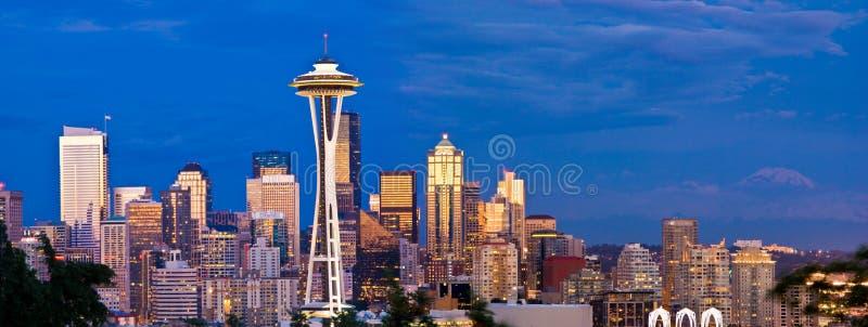 Seattle-Skyline und Raum-Nadel nachts stockfoto