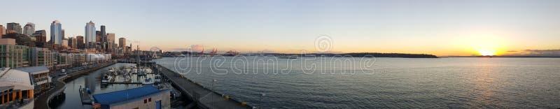 Seattle-Sonnenuntergang panoramisch stockfotos