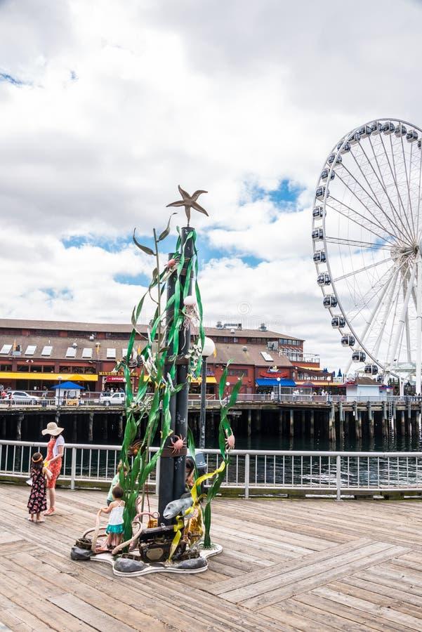 Seattle strand parkerar den Whimsea statyn arkivbilder