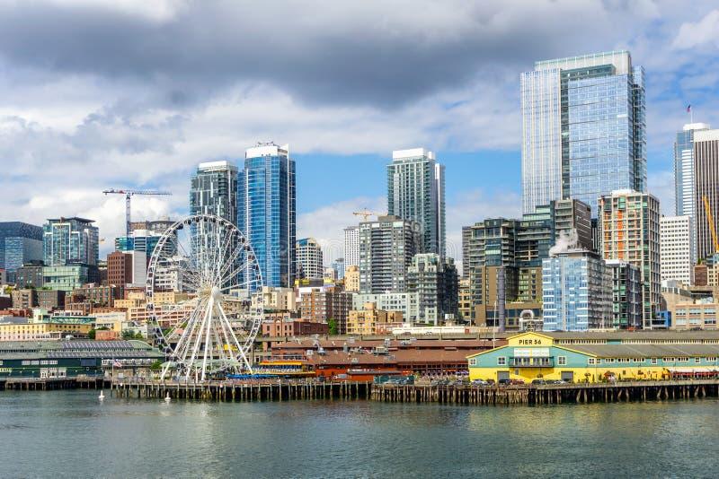 Seattle strand, pir 56 och 57 och horisont arkivbild